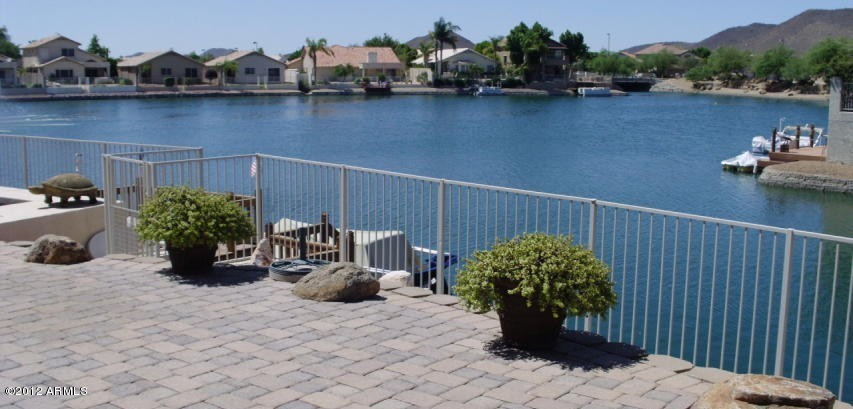 A Lakefront Property in Arrowhead Lakes Near Phoenix AZ